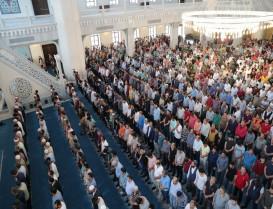 Başakşehir Merkez Camii ibadete açıldı