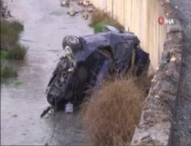 Başakşehir'de tekeri patlayan araç su kanalına uçtu