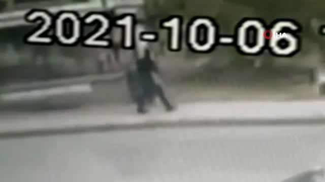 Başakşehir'de durakta unutulan kadın çantasını alıp kayıplara karıştı