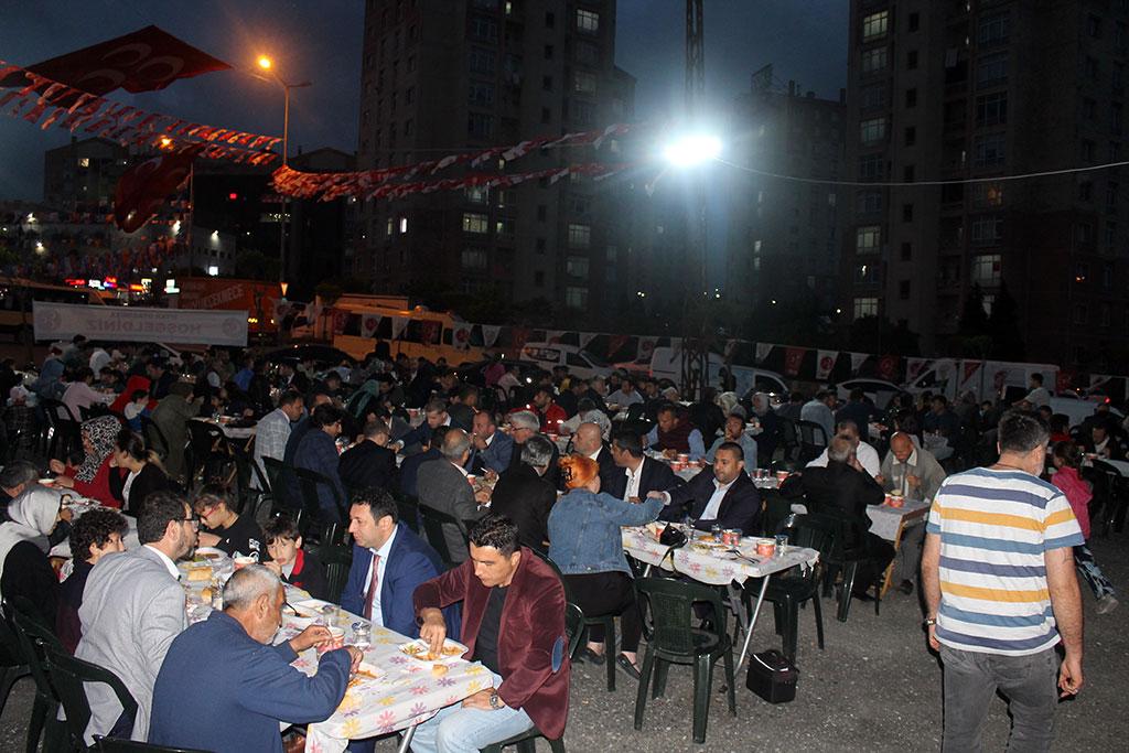 Başakşehir'de MHP İftar Sofrası komşuların kaynaşmasını sağlıyor
