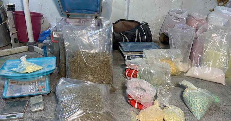 Başakşehir'de uyuşturucu hap imalathanesine baskın, 4 gözaltı