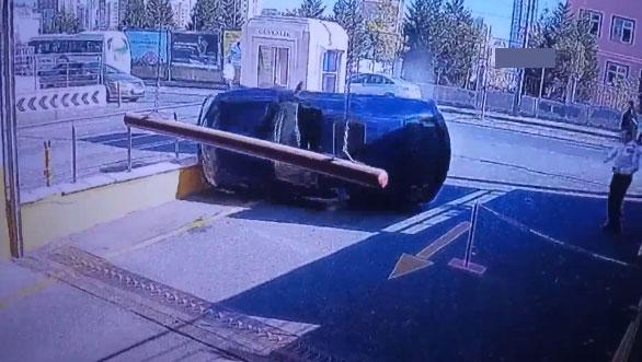 Başakşehir'de AVM girişinde izleyenleri şoke eden ilginç kaza!