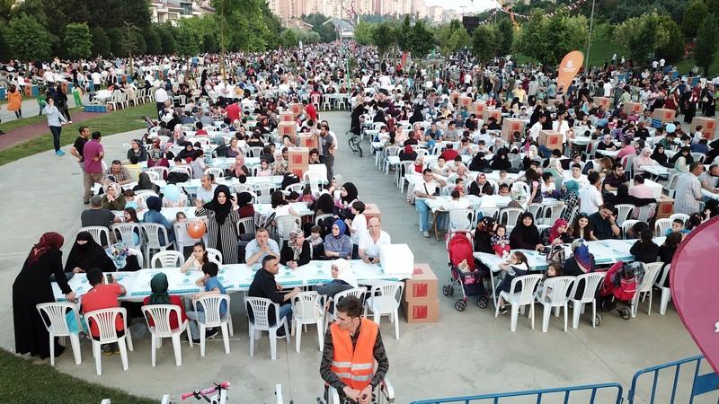 Başakşehir'de 30 bin gönül kardeşlik sofrasında