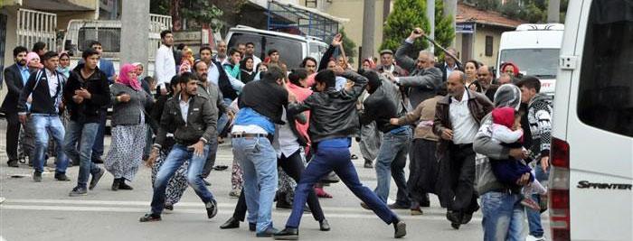 Başakşehir'de Suriyeliler Kendi AralarındaSatırlı ve Bıçaklı Kavga Etti