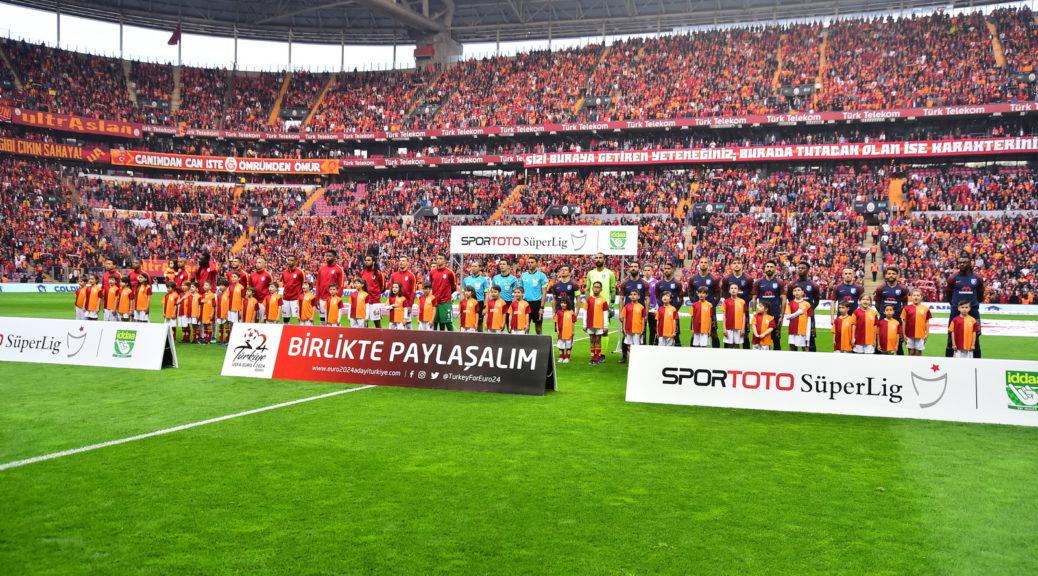 Galatasaray Futbol Oynatmamak İçin Sahaya Çıkmıştı