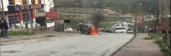 Başakşehir'de hafif ticari araç alev topuna döndü